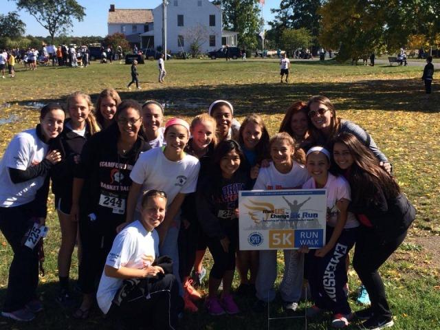 Stamford+High+Girls%27+Field+Hockey+team+at+the+5k.