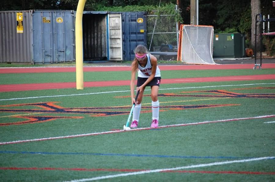 Eve Critelli playing field hockey