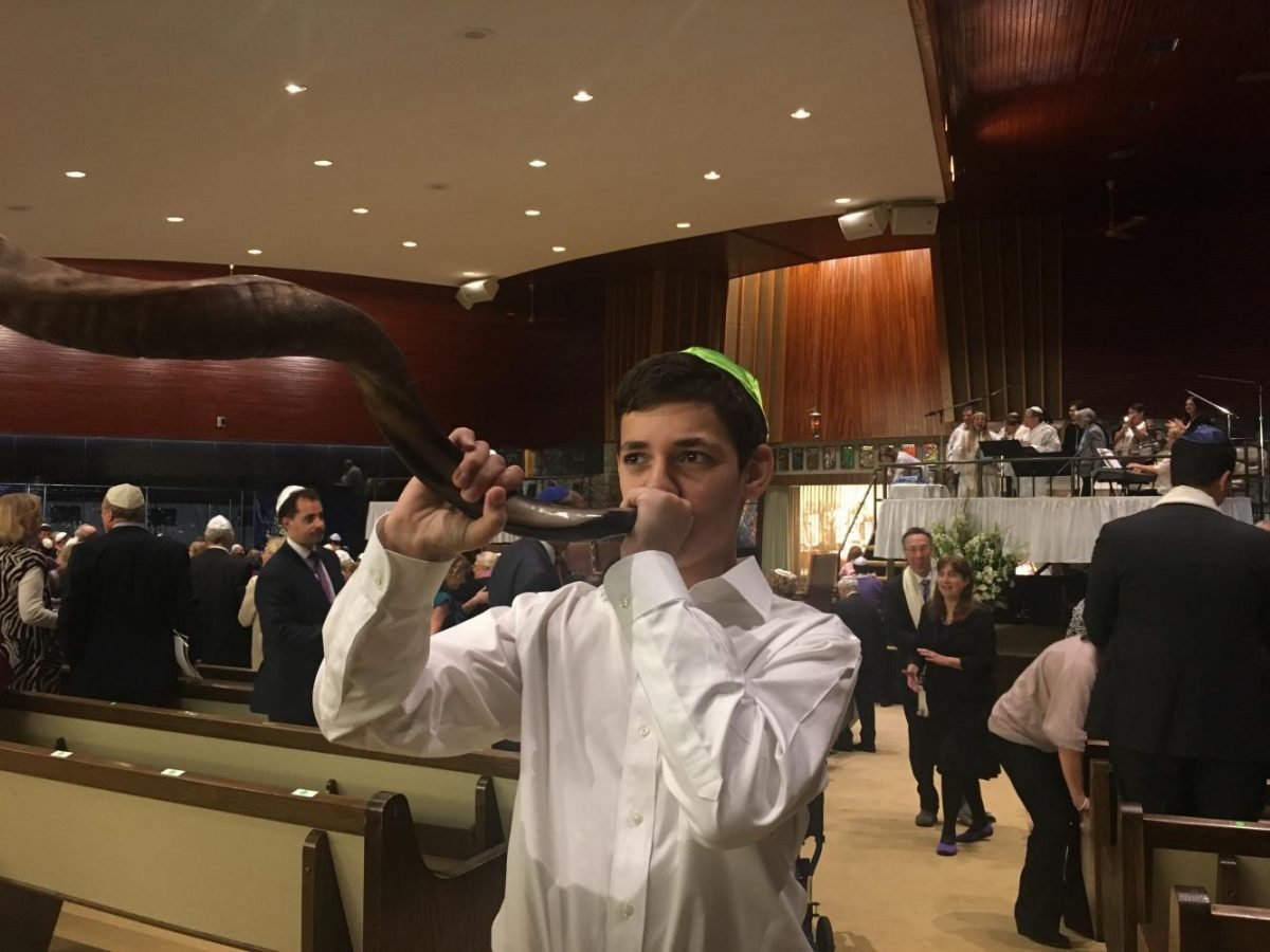 Jeremy+Young%2C+13%2C+blows+the+shofar+after+Yom+Kippur+services+at+Temple+Beth+El.