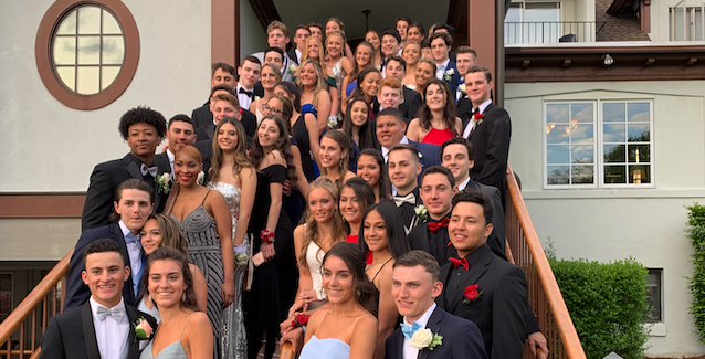 A+group+of+SHS+students+pose+at+a+pre-prom+party+before+their+junior+prom.