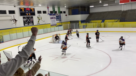 Hockey Teams falls to Ridgefield Tigers